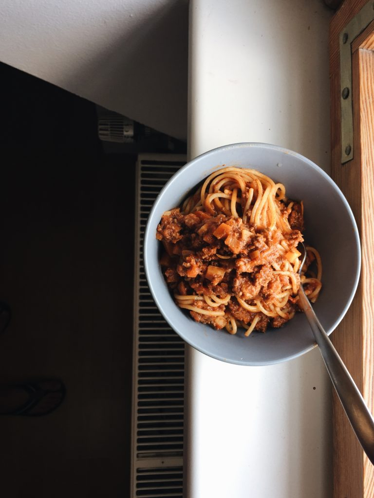 Pasta mit Möhren. Hackfleische und Tomatensauce